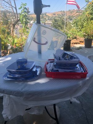 Plastic dish set for Sale in Los Angeles, CA
