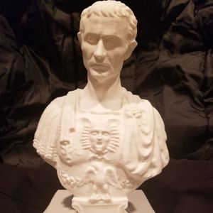 Julius Ceasar stab in the back pen/pencil holder for Sale in Graham, WA