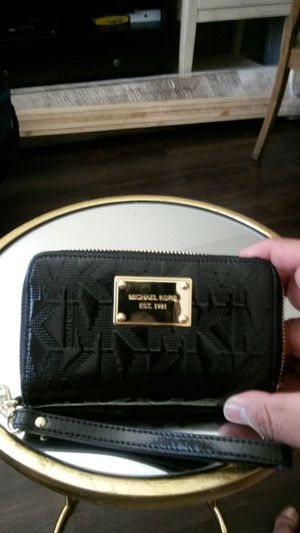 MICHAEL KORS WALLET. AUTHENTIC for Sale in Irvine eb6308d26937f