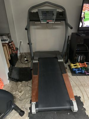 NordicTrack 2500 R Treadmill for Sale in Bothell, WA