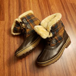 Bass Skeeter Faux Fur Lining Brown / Plaid Lace Up Snow Rain Boots Size 10M for Sale in Citrus Heights, CA