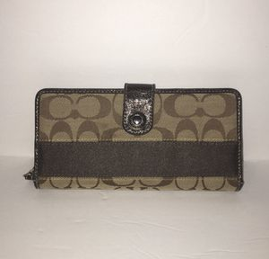 Authentic Coach Brown / Tan Wallet for Sale in Bountiful, UT