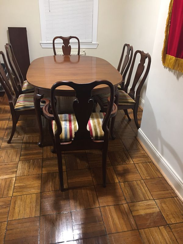 Dining table and chairs 🪑 $450