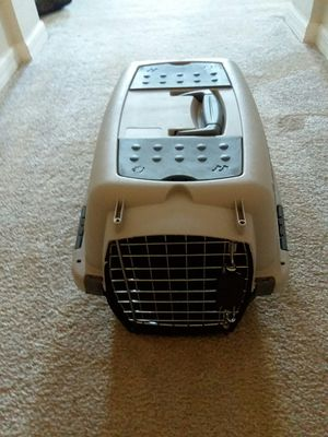 Dog crate (plastic ) for Sale in Kissimmee, FL