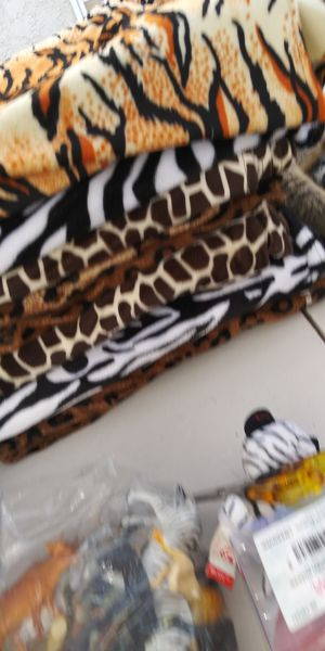 Jungle/safari animals print table for Sale in Fontana, CA