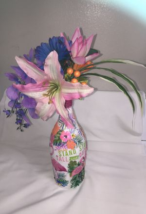 A tropical vase and flower arrangement. This was handmade by me. for Sale in Las Vegas, NV