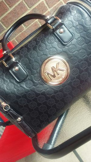 MICHAEL KORS PURSE PERFECT CONDITION 80$ MUST GO ASAP for Sale in Fort Washington, MD