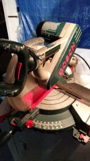 Bosch 12in dual bevel compound mitre saw for Sale in Medford, MA