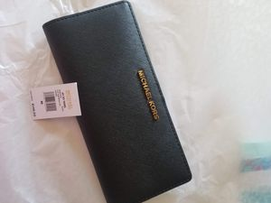 Authentic Michael Kors wallet (New with tags) for Sale in Lincoln Acres, CA