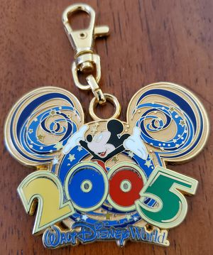 DISNEY Mickey Mouse 2005 Keychain for Sale in Bolingbrook, IL