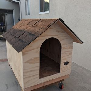 """Dog house """"1 available For Pickup Or delivery"""" for Sale in West Covina, CA"""