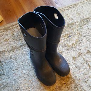 Mens 4, Womens 6 Rain Boots for Sale in Arlington, WA