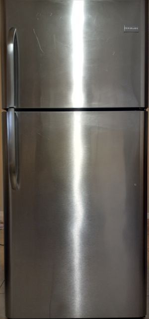 Frigidaire stainless steel refrigerator like new for Sale in Dunnellon, FL