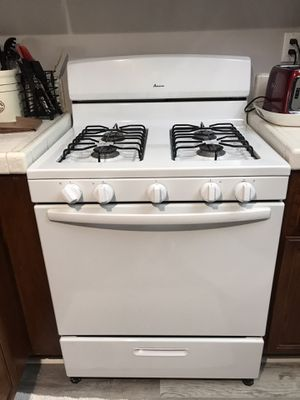 Amana gas range Stove for Sale in Rancho Santa Margarita, CA