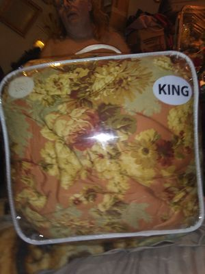 Big king BEDSPREAD REALLY soft new for Sale in Murfreesboro, TN