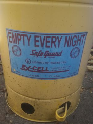Antique excell push petal trashcan with lifting lid for Sale in Shelbyville, IN