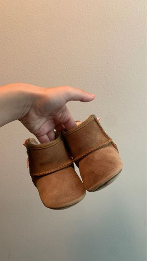 Size 2/3 us size 18 uk girl ugg boots for Sale in Doral, FL