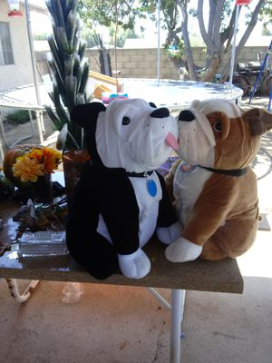 2 big. Dog. Peluches for Sale in Jurupa Valley, CA