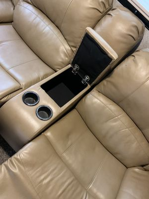 """Reclinabile Love Seats L 6'6"""" for Sale in Los Angeles, CA"""