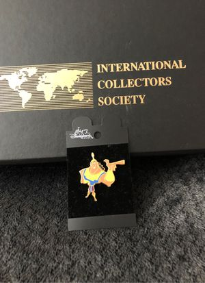 International society velvet case with one Disney pin for Sale in Hesperia, CA