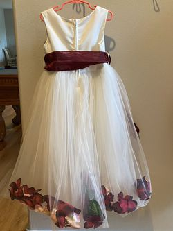 Beautiful Flower Girl Dress for Sale in Snohomish,  WA