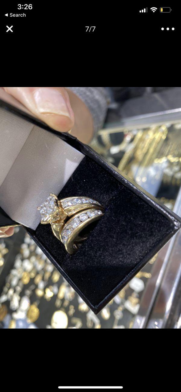 Gold diamond wedding ring 14k size 7
