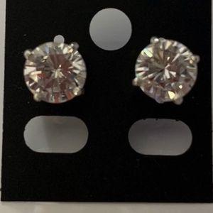 cz diamond & Sterling silver 925 earring for Sale in Miami, FL