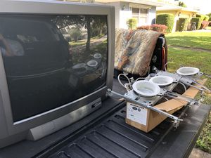 Older large Toshiba TV w/remote. Works fine, just not smart. FREE. for Sale in Belle Isle, FL