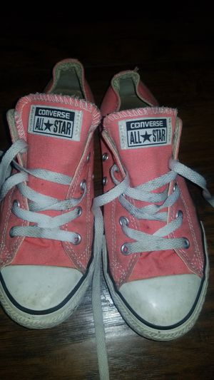 Girls converse tennis shoes size 3 pink for Sale in Carson, CA