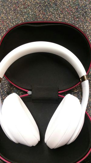 Beats Studio 3 Wireless White/Gold for Sale in Bakersfield, CA