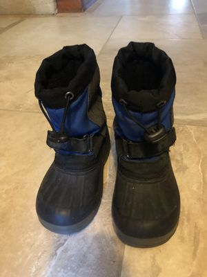 Kids Snow Boots Size 9 toddler for Sale in Homer Glen, IL
