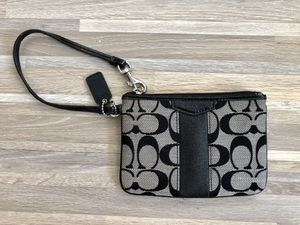 Coach wristlet wallet for Sale in Queens, NY