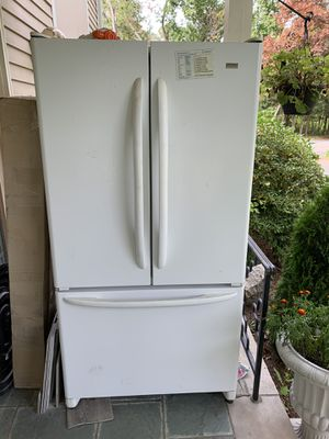 Kenmore refrigerator Model # 569.75522400 for Sale in Sudbury, MA