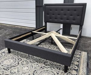New QUEEN platform bed frame grey for Sale in Columbus, OH