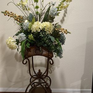 2 Beautiful Tall Flower Vase With Flowers for Sale in Irving, TX