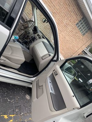 2009 Mercury Meriner. In very well condition, 4 wheel drive, Clean interior, no stains or ripping in the seating or mats. Gas tank Fills with 30. for Sale in Northlake, IL