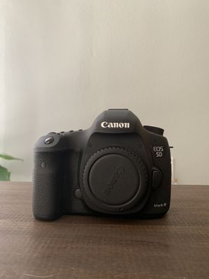 Canon 5d Mark III w/ 2 lenses and battery + charger for Sale in San Diego, CA