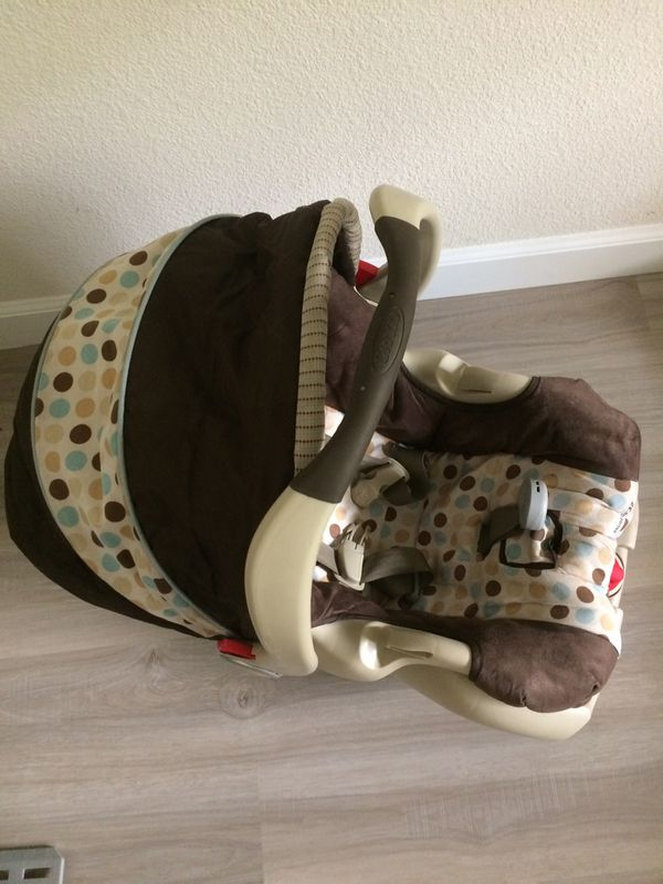 Graco Baby Car Seat with Base