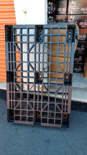 Plastic palet 4 pieces each 10 for Sale in Evesham Township, NJ