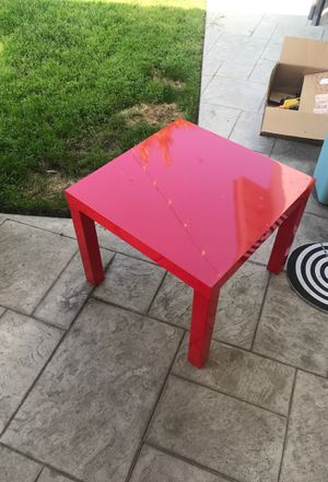 Small table and floating shelf. Easy come up. 20 bucks for Sale in Santa Clarita, CA