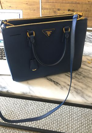 Authentic Prada Saffiano Double Zip Tote for Sale in Pasadena, CA