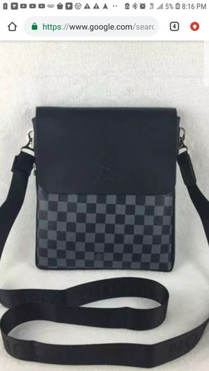 Louis vuitton $500 200% real new worm once for Sale in The Bronx, NY