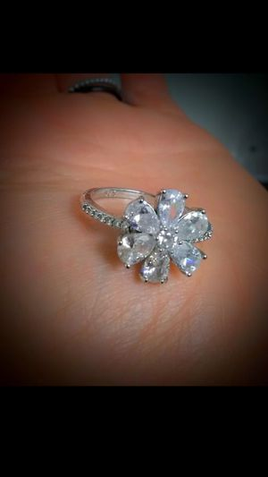 925 SoLid SiLveR Sparkly CZ FLoweR RiNg for Sale in Bountiful, UT