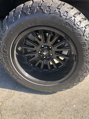 VRock 20 Inch Wheels on 35 Inch DX-9 Bandit MT Tires for Sale in Long Beach, CA