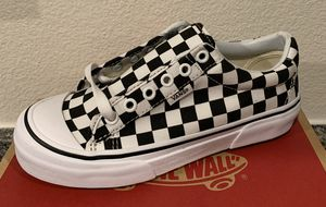Vans style 29 - boys 4 and girls woman's 5.5 for Sale in Corona, CA