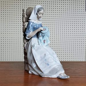 "VINTAGE RETIRED RARE 11"" LLADRO #4865 EMBROIDERER FIGURINE seated dutch for Sale in Arlington, VA"