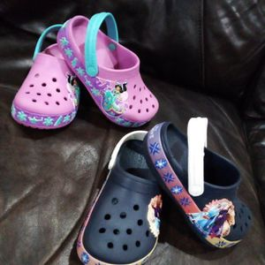 PRICE REDUCED! NEW GIRLS CROCS FOR SALE. SIZE 11 for Sale in Miami, FL