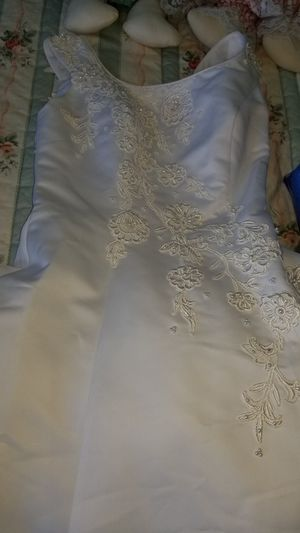 Mary's brand wedding dress size 10 for Sale in Ravenna, OH