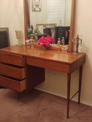 Vintage mid-century modern vanity desk and mirror for Sale in San Antonio, TX