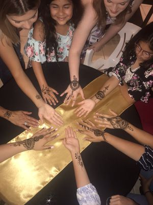 Henna party 🎈 celebrate your next event with some henna . for Sale in Miami, FL